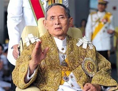 不丹国王宣布为泰国国王哀悼一天 国民去寺庙祈祷
