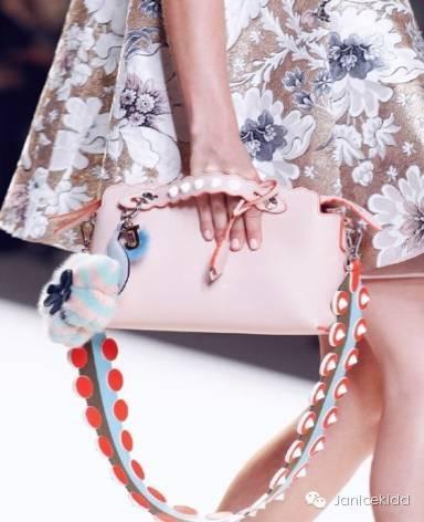 手工刺绣织花纹