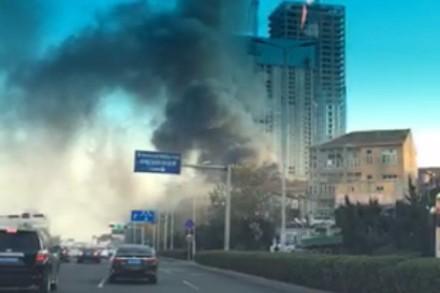 突发:青岛海尔路发生一起板房火灾