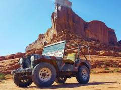 他修好了一辆1948年的Jeep,还把它开到了3000公里之外的