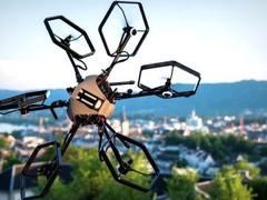 垂直起降还能翻滚 这台无人机可比战狼2里的酷多了