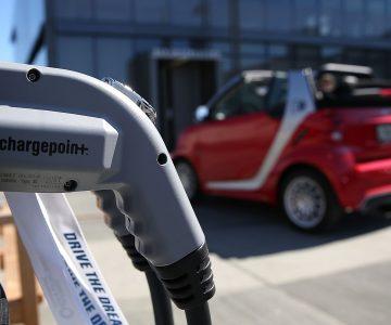 你以为有钱就能成为电动车车主?这些东西缺一个都不行……